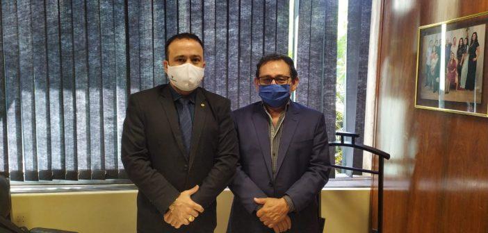 Prefeito Getúlio Brabo em Brasília com Dep. Federal Olival Marques em busca de recursos.